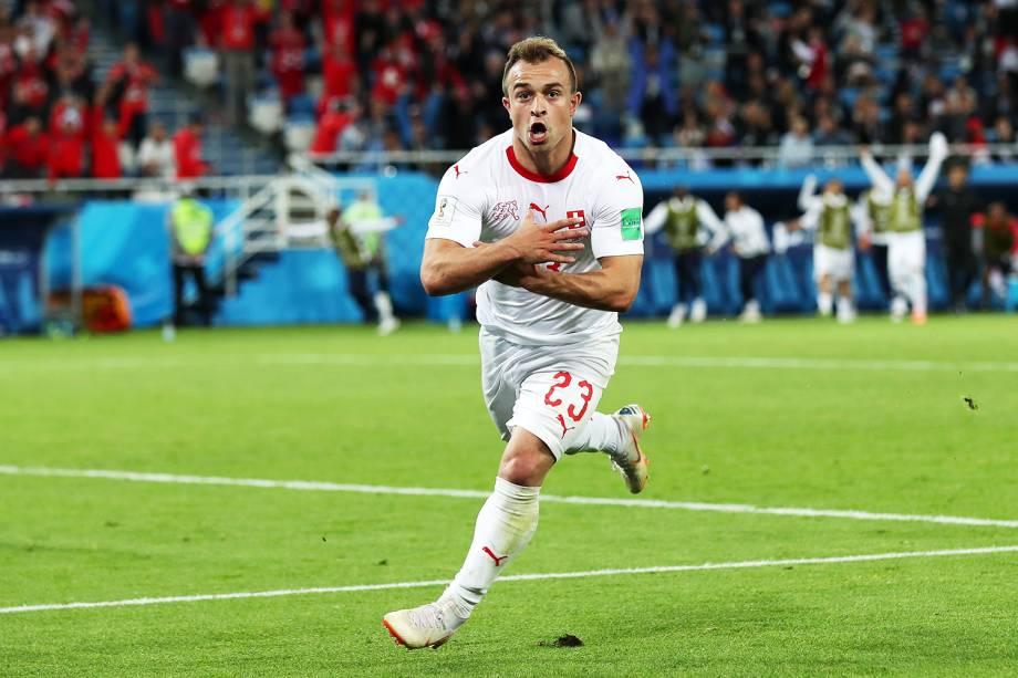 Xherdan Shaqiri, da Suíça, comemora após marcar o segundo gol contra a Sérvia, válida pela segunda rodada do grupo E da Copa do Mundo, realizada em Kaliningrado - 22/06/2018