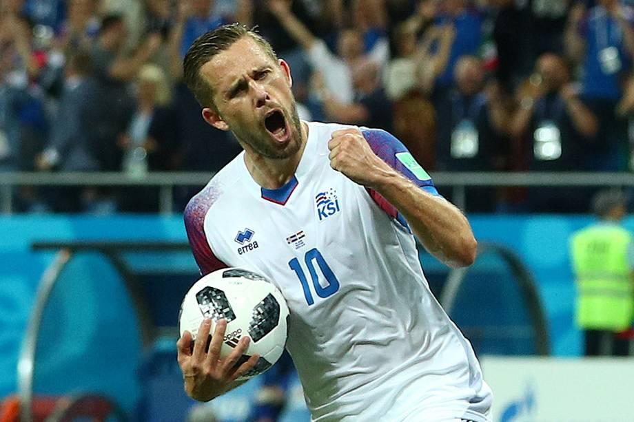 Gylfi Sigurdsson da Islândia comemora seu primeiro gol em partida contra a Croácia - 26/06/2018