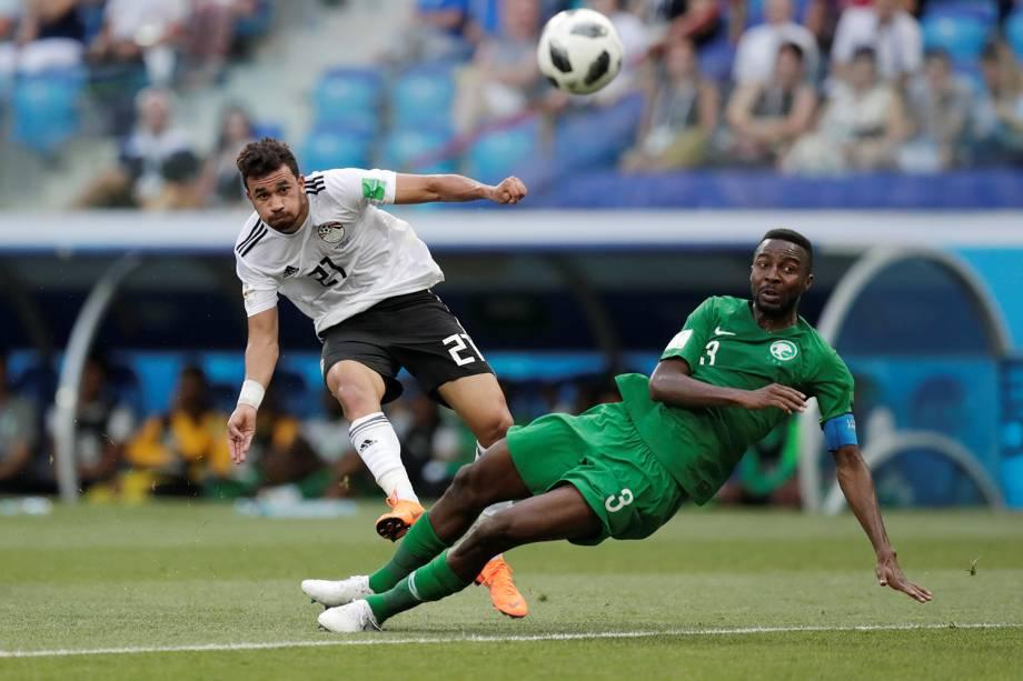 Trezeguet do Egito tenta marcar gol em partida contra a Arábia Saudita - 25/06/2018