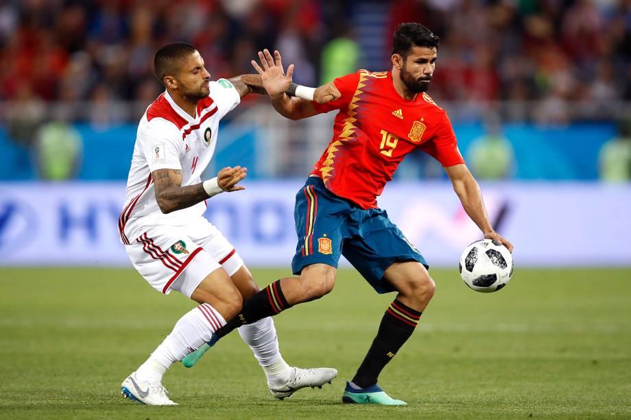 Diego Costa da Espanha durante jogada contra Manuel da Costa do Marrocos - 25/06/2018