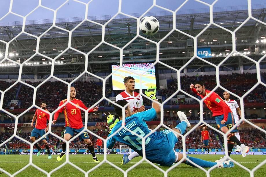 Isco da Espanha marca seu primeiro gol da partida contra o Marrocos - 25/06/2018