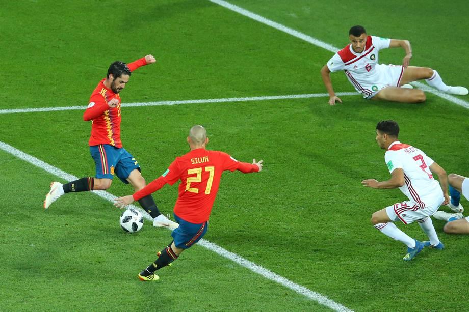 Isco da Espanha marca seu primeiro gol durante partida contra o Marrocos - 25/06/2018