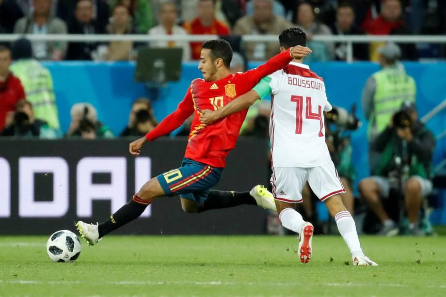 Mbark Boussoufa do Marrocos durante jogada contra o Thiago Alcantara da Espanha - 25/06/2018