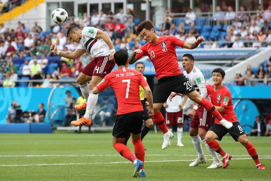 Javier Hernandez do México durante jogada em partida contra a Coreia do Sul - 23/06/2018