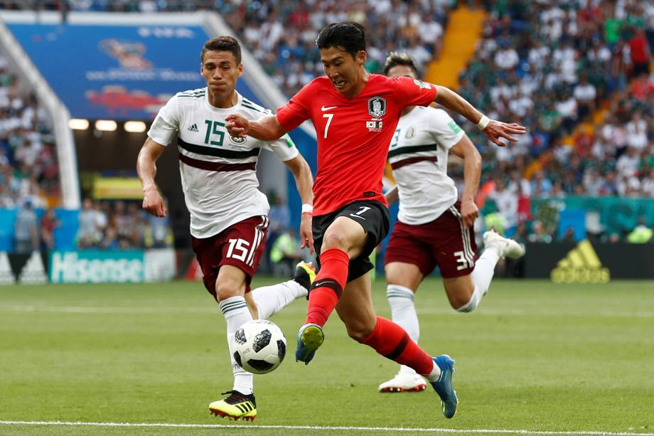 Son Heung-min da Coreia do Sul disputa a bola com Hector Moreno na Arena Rostov - 23/06/2018