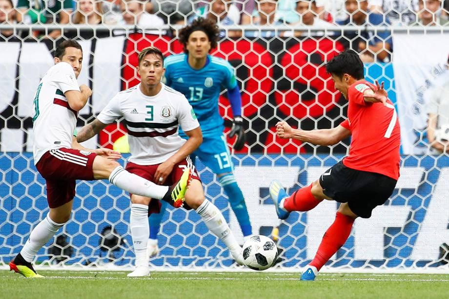 Son Heung-min da Coreia do Sul tenta chute direto para o gol na Arena Rostov - 23/06/2018