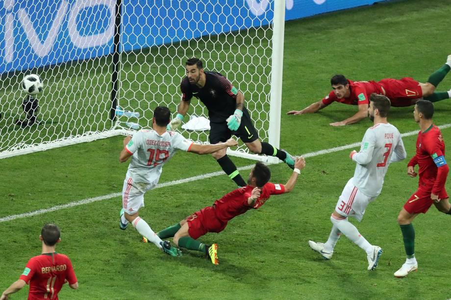 Diego Costa da Espanha marca segundo gol em partida contra Portugal - 15/06/2018