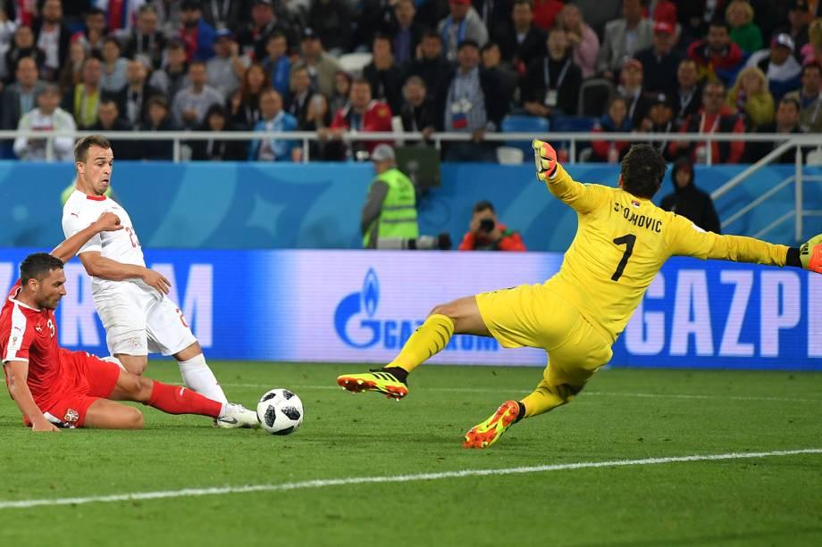 Xherdan Shaqiri marca segundo gol em partida contra a Sérvia no estádio Kaliningrado - 22/06/2018