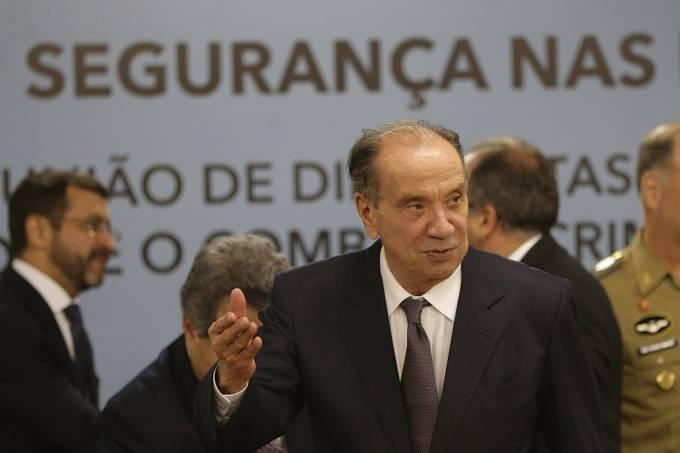 Aloysio Nunes faz reunião com diplomatas pra discutir segurança nas fronteiras