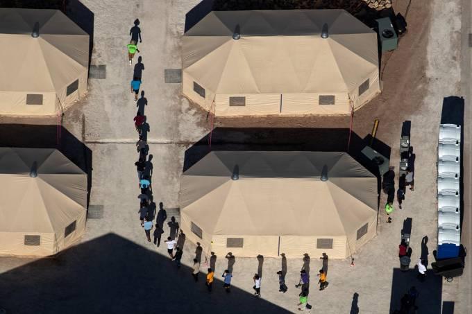 Crianças imigrantes são coordenadas por funcionário de Centro de Detenção
