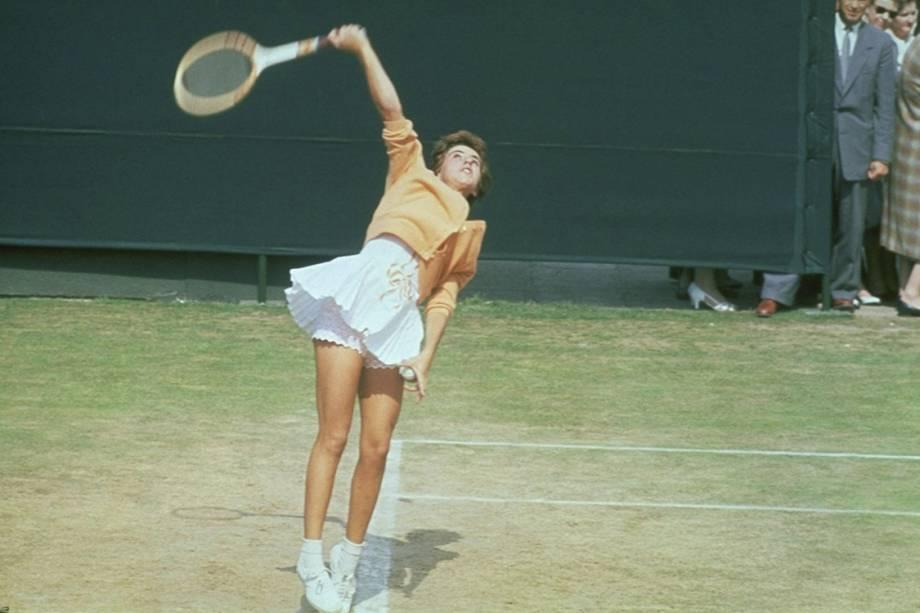 Maria Esther Bueno durante partida no torneio de Wimbledon
