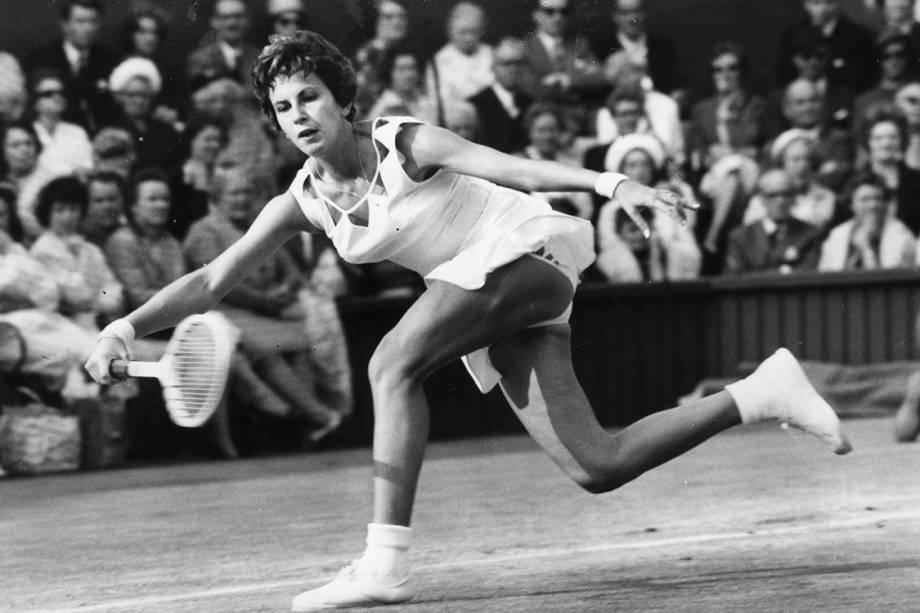Maria Esther Bueno durante partida contra Billie Jean King no torneio de Wimbledon - 02/07/1963