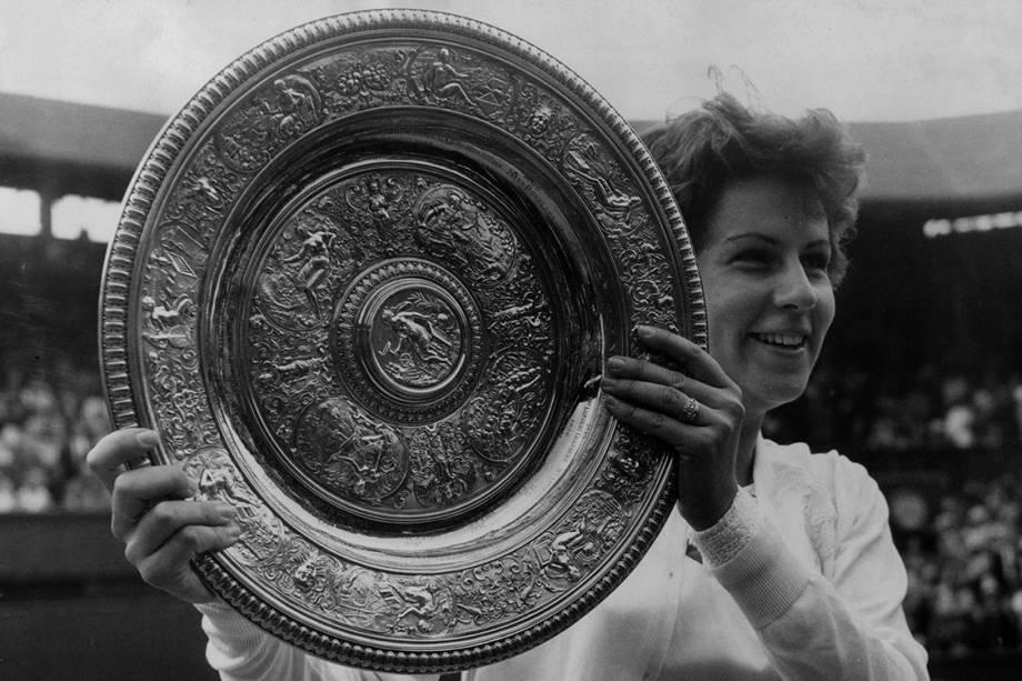 Maria Esther Bueno vence torneio de Wimbledon na categoria individual feminina contra a australiana Margaret Smith, em Londres - 4/7/1964
