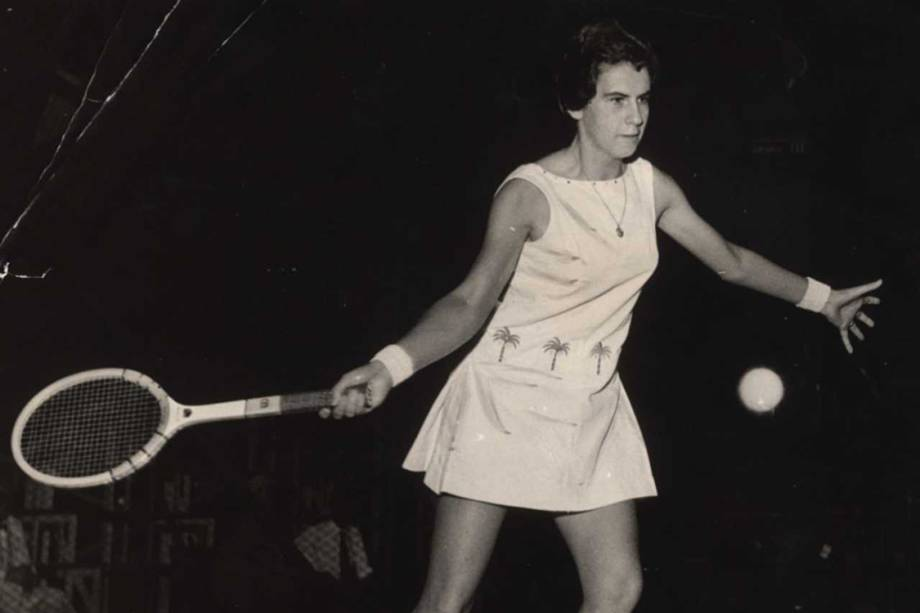 A tenista Maria Esther Bueno conquistou o título de duplas em Wimbledon ao lado de Althea Gibson (EUA) - 1958