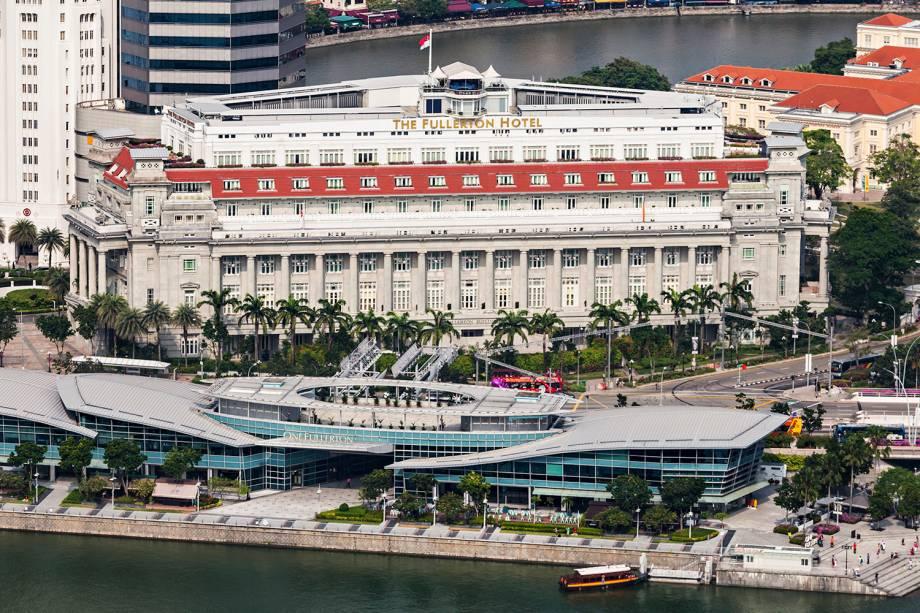 Hotel Fullerton localizado próximo ao rio Singapura