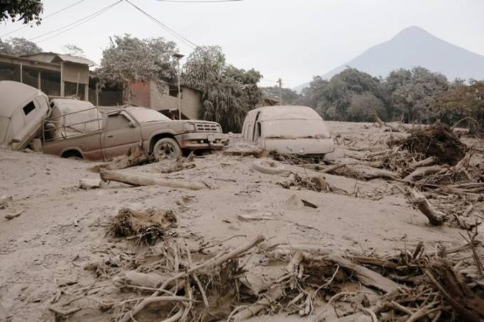 Vulcão entra em erupção na Guatemala