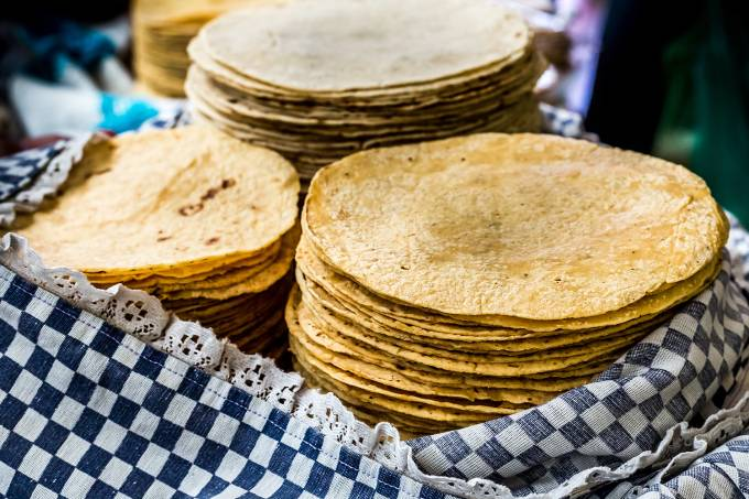 Tortilhas caseiras em mercado para venda