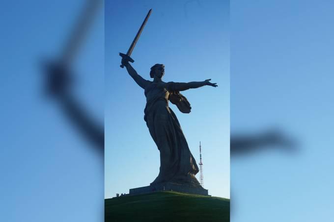 Monumento em homenagem à Pátria-Mãe, no coração de Stalingrado, Volgogrado