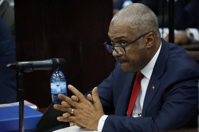 O ex-primeiro-ministro do Haiti Jack Guy Lafontant durante reunião com parlamentares em Porto Príncipe