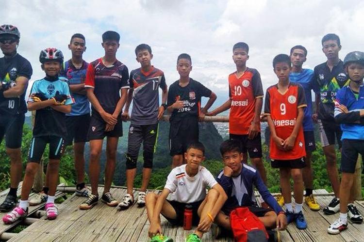 Adolescentes da Tailândia presos em caverna são encontrados vivos