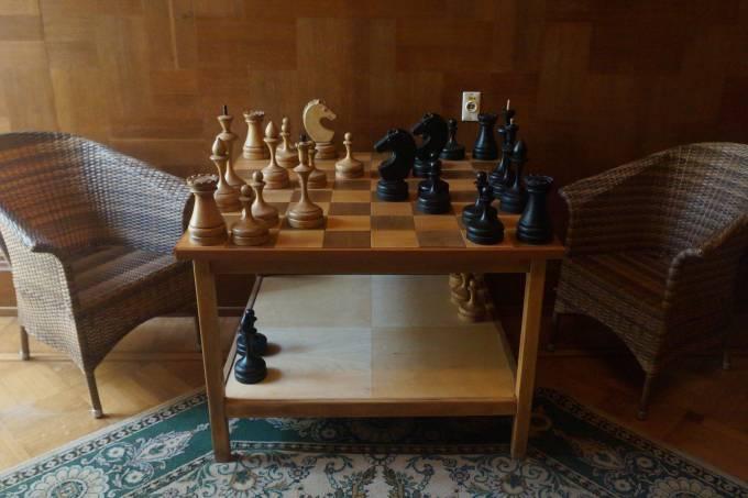 4. Tabuleiro e peças de xadrez megalômanos de Stálin