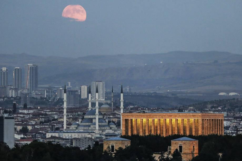 O fenômeno Lua de Sangue é visto em Ancara, na Turquia - 27/07/2018