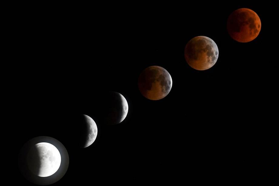 A combinação de seis fotos mostra um eclipse completo da lua de sangue vista na cidade de Bisqueque, no Quirguistão - 27/07/2018