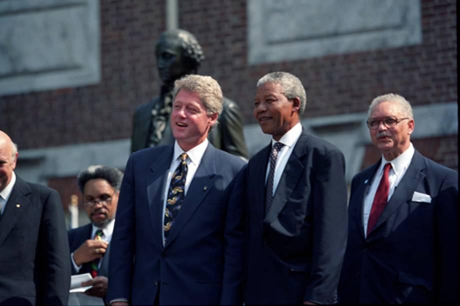 Nelson Mandela com Bill Clinton antes de ser eleito Presidente da África do Sul nos Estados Unidos
