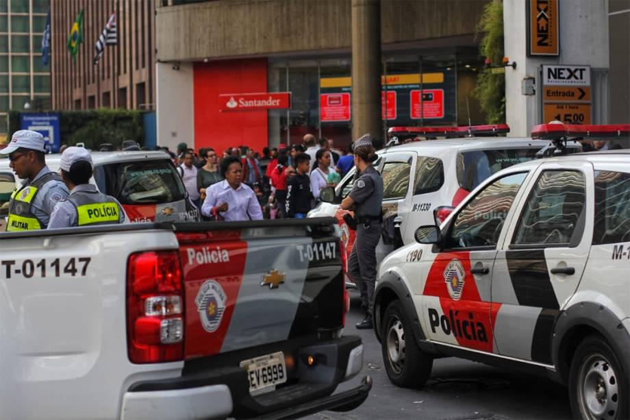 Policiais Militares cercam o<span>Shopping Center 3</span>durante a ocupação por parte do MTST, na sede da Caixa na Avenida Paulista - 06/07/2018