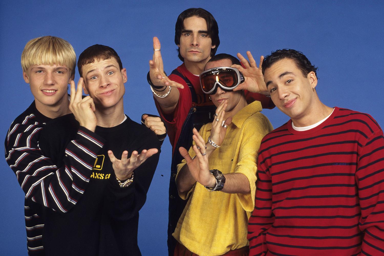 Nick Carter, Brian Littrell, A.J McLean, Kevin Richardson e Howie Dorough: os integrantes da boyband Backstreet Boys, em foto de 1997