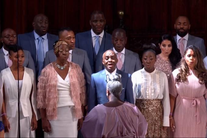 Maestrina Karen Gibson e The Kingdom Choir se apresentam durante o casamento real do príncipe Harry e Meghan Markle