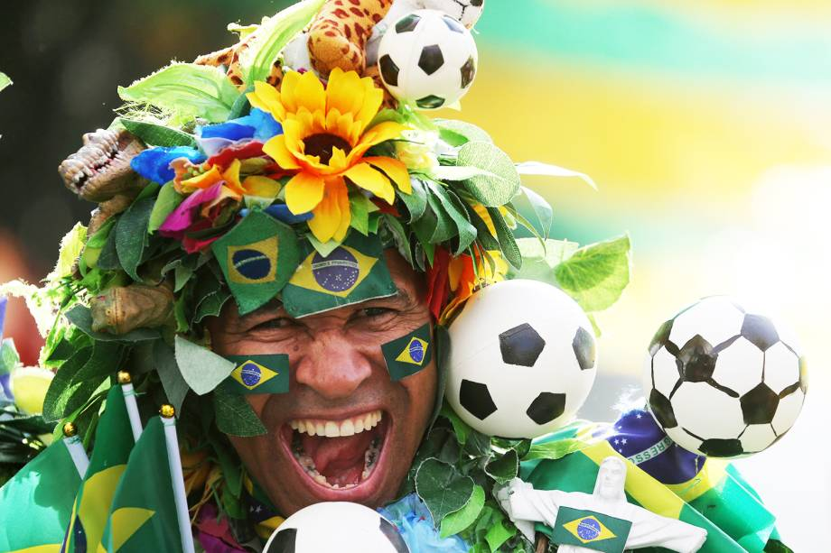 Torcedores chegam na Arena Samara para acompanharem a partida entre Brasil e México, válida pelas oitavas de final da Copa do Mundo - 02/07/2018