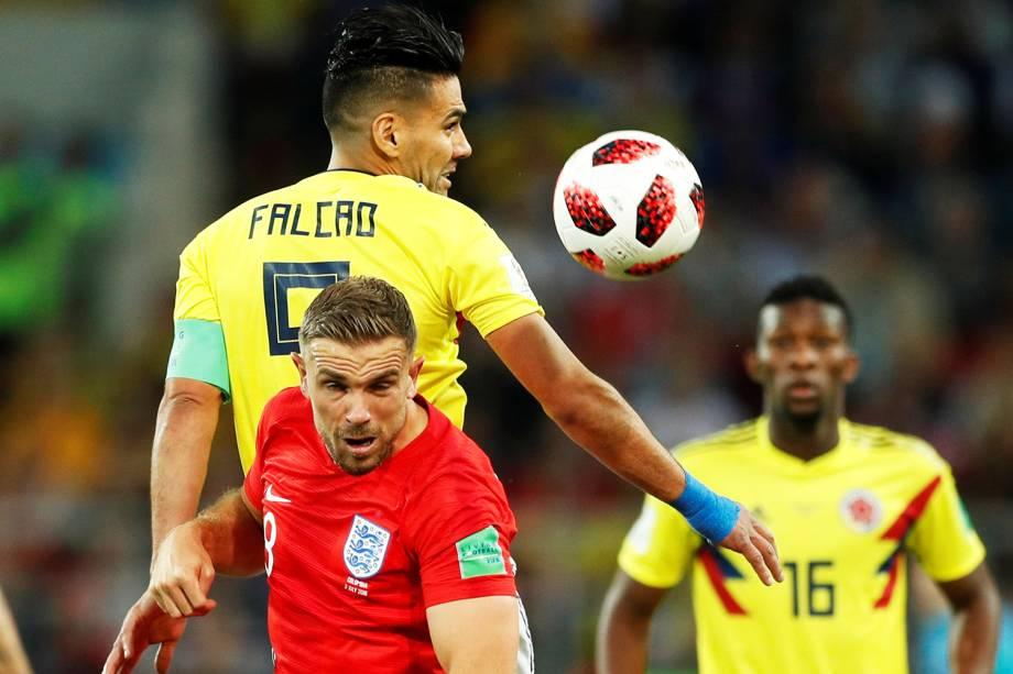 Jordan Henderson disputa bola com Falcão Garcia, durante partida entre Colômbia e Inglaterra - 03/07/2018