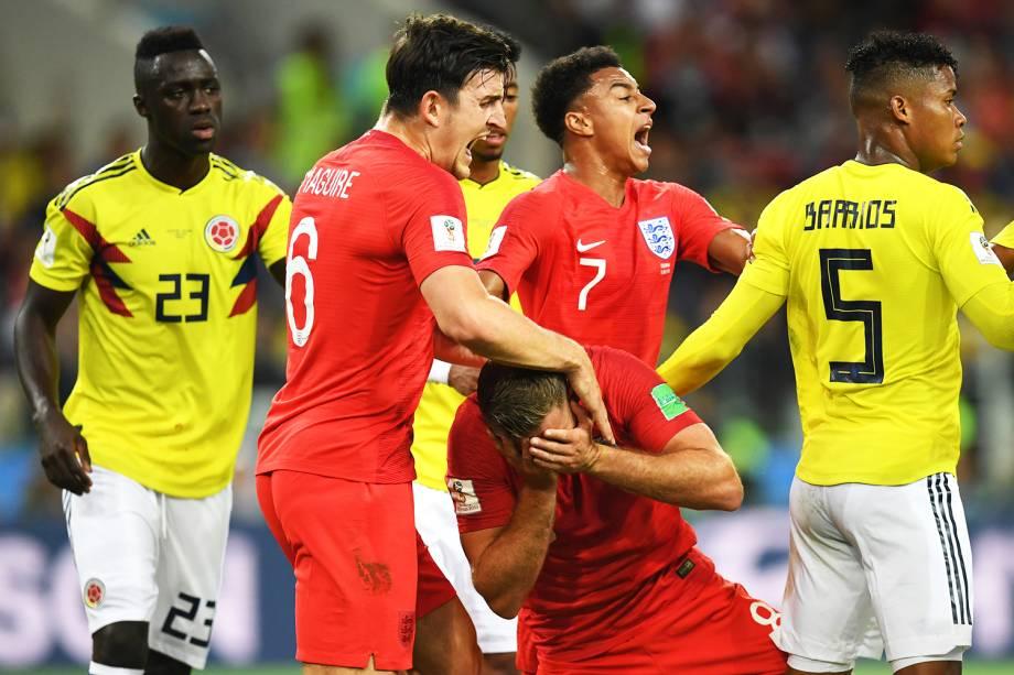 Jordan Henderson, da Inglaterra, é atingido por Wilmar Barrios, da Colômbia - 03/07/2018