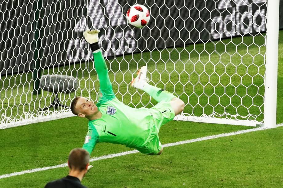 Jordan Pickford, goleiro da Inglaterra, pega pênalti batido por Carlos Bacca, da Colômbia - 03/07/2018