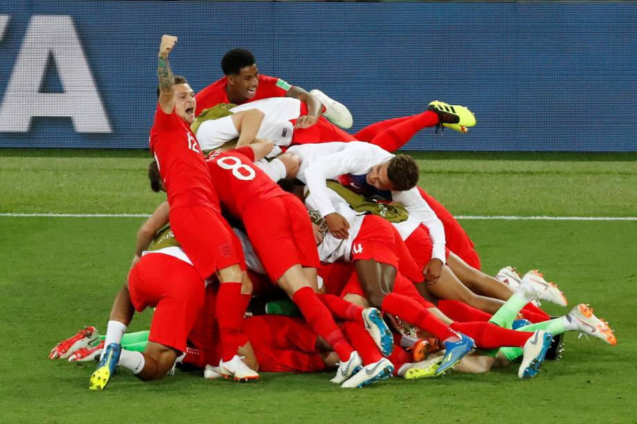 Jogadores ingleses comemoram após vencerem a Colômbia na disputa de penalidades máximas e se classificarem para as quartas de final da Copa do Mundo - 03/07/2018