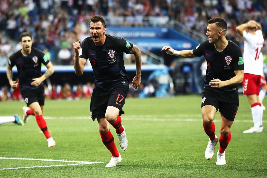 Mario Mandzukic comemora após empatar a partida para a Croácia - 01/07/2018
