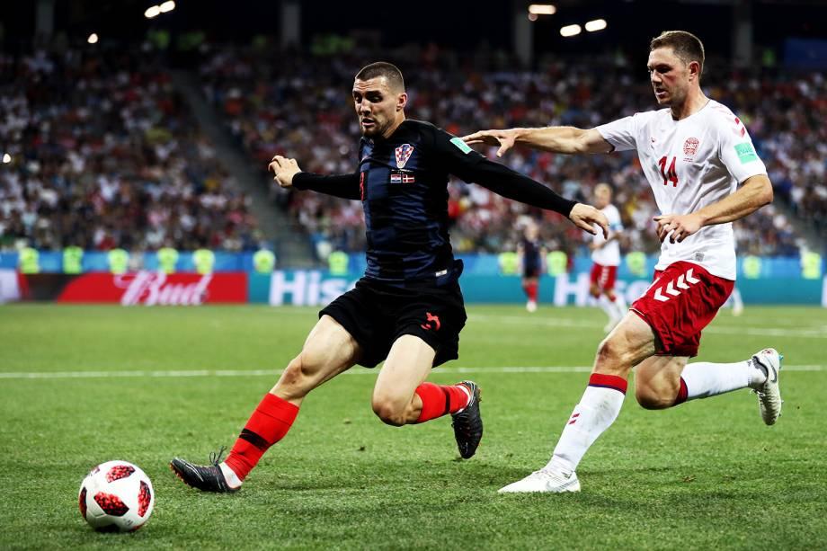 Kovacic, da Croácia, protege bola de Henrik Dalsgaard, da Dinamarca, durante partida válida pelas oitavas de final da Copa do Mundo - 01/07/2018