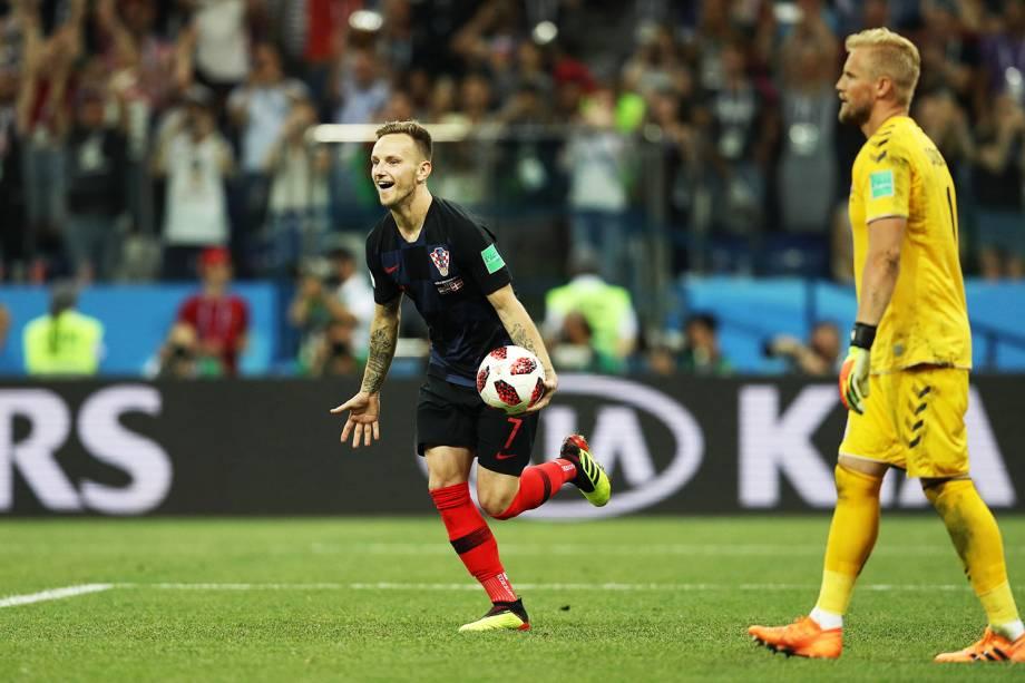Jogadores croatas comemoram após derrotarem a Dinamarca na disputa de penalidades máximas, e avançarem para as quartas de final - 01/07/2018