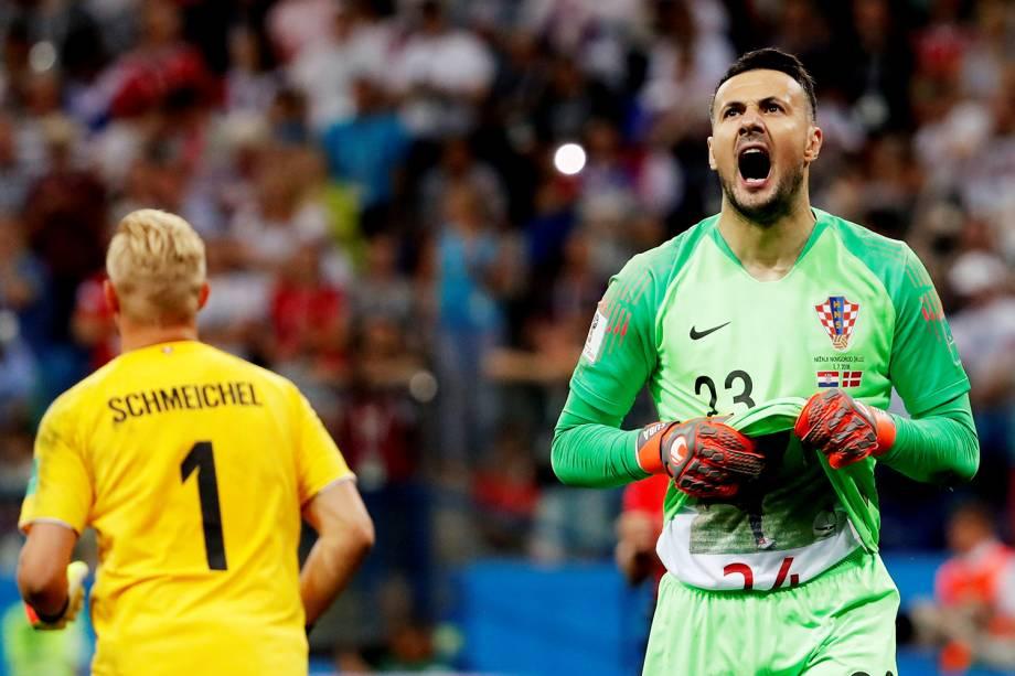 Goleiro croata Danijel Subasic comemora após vitória contra a Dinamarca na disputa de penalidades máximas - 01/07/2018