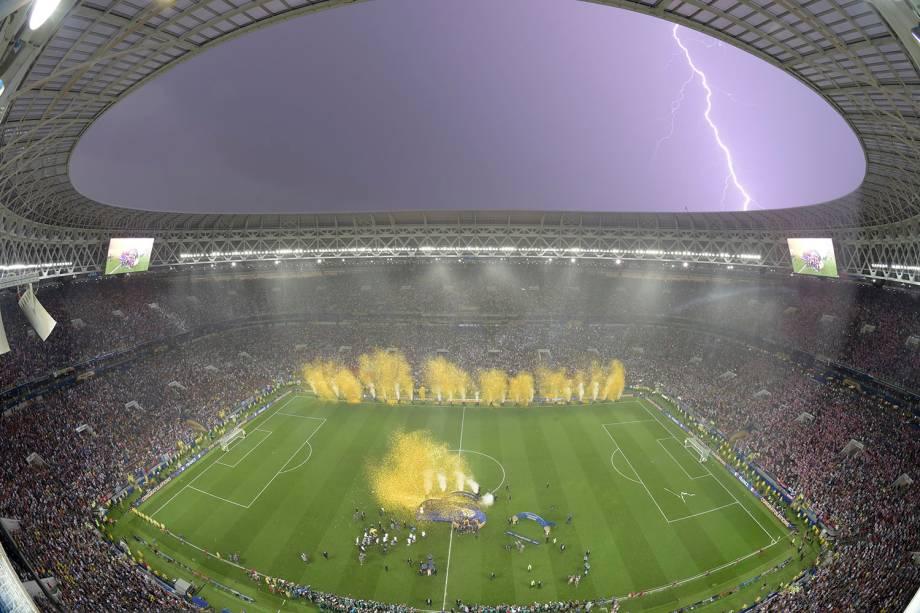 Visão geral do estádio Luzhniki durante a chuva que caiu na comemoração francesa do bicampeonato mundial - 15/07/2018