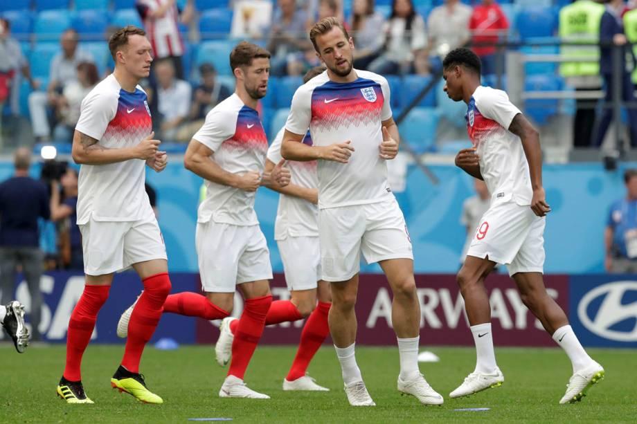 Harry Kane, Marcus Rashford e outros colegas da seleção inglesa, durante o aquecimento para a disputa de terceiro lugar contra a Bélgica, no estádio São Petesburgo - 14/07/2018