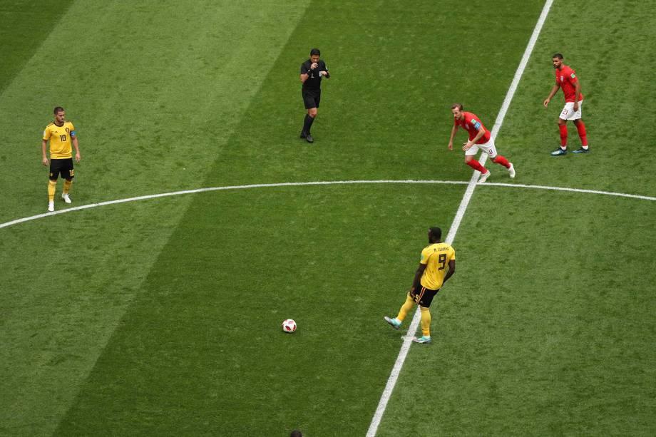 É dado o pontapé inicial na partida entre Bélgica e Inglaterra, no estádio São Petesburgo - 14/07/2018