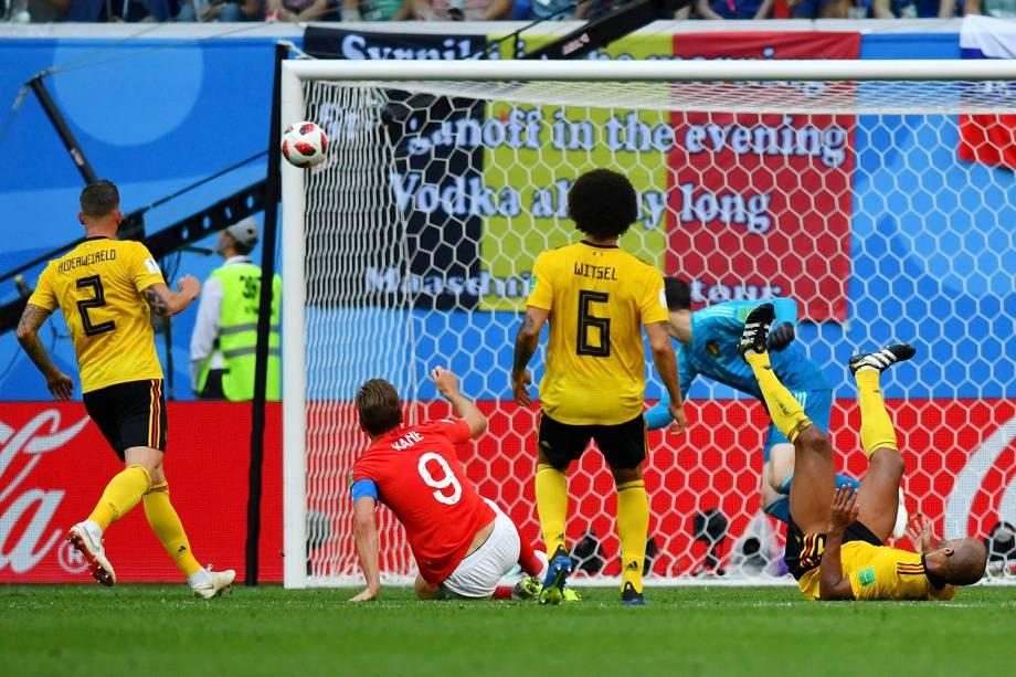 Harry Kane, da Inglaterra, arrisca um chute ao gol durante a disputa de terceiro lugar, contra a Bélgica - 14/07/2018