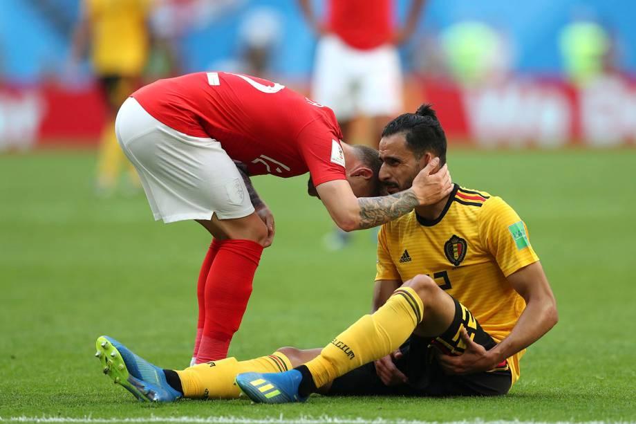 Após sentir dores na coxa esquerda o belga, Nacer Chadli, conversa com Kieran Trippier, da Inglaterra - 14/07/2018