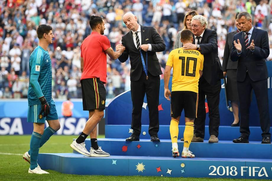 Eden Hazard, Nacer Chadli e Thibaut Courtois recebem a medalha de terceiro lugar na Copa do Mundo Rússia, após vencerem a Inglaterra por 2 a 0 no estádio São Petesburgo - 14/07/2018