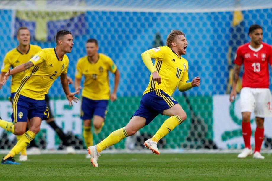 Emil Forsberg comemora o gol da Suécia na partida contra a Suíça, válida pelas oitavas de final da Copa do Mundo, em São Petesburgo - 03/07/2018