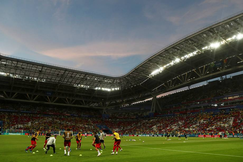 Jogadores da seleção belga se aquecem para a partida contra o Brasil, na Arena Kazan- 06/07/2018