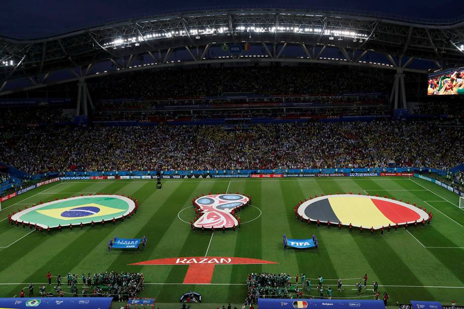 As seleções de Brasil e Bélgica cantam os hinos nacionais antes do início da partida na Arena Kazan- 06/07/2018