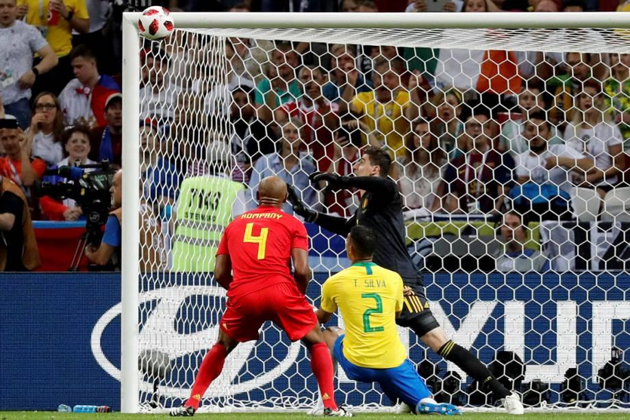 Thiago Silva desperdiça uma chance de gol na partida de quartas de final contra a Bélgica - 06/07/2018